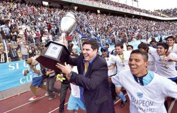 Marcelo Claure, presidente de BAISA, encabeza la vuelta olímpica de la celebración del 23| título celeste