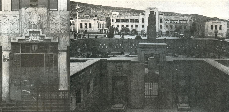 Fachada de ingreso a butacas (izq.) y fachada principal del estadio y la plaza del Templete. El edificio fue el primer ensayo de Villanueva denominado de arquitectura nacional o neotiahuanacota (1930)