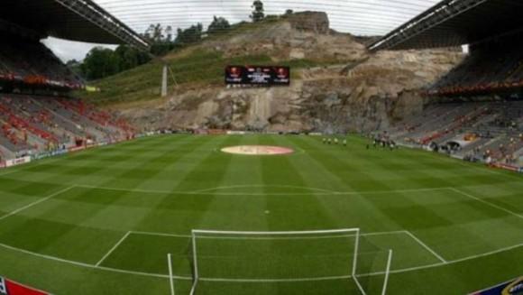 El Manchester United jugó su partido Champions ante el Braga en el AXA Stadium, un recinto excavado en la ladera de una montaña. Su arquitecto, Eduardo Souto de Moura, ha sido premiado con el premio Pritzker, el equivalente de la arquitectura del Premio Nobel, por la dificultad de su construcción. Pero hay otros estadios que merecen ser repasados.
