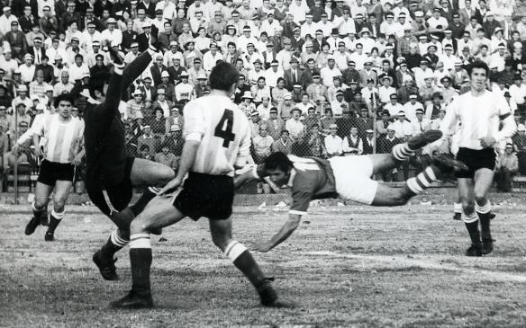 Partido Bolivia-Argentina en La Paz. Eliminatorias de 1969. Juan