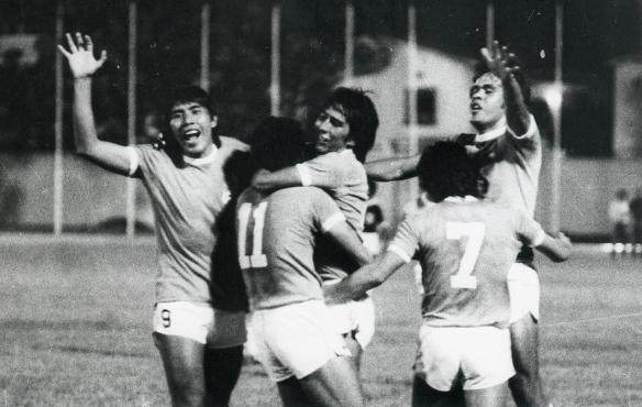 Primer triunfo boliviano como visitantes en una eliminatoria. 3 a 1 a Venezuela. Celebran