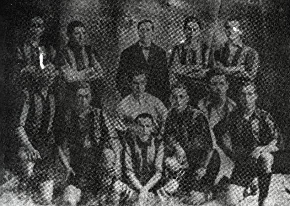The Strongest es el único hexacampeón del fútbol boliviano. Logró este éxito de un modo peculiar. Fue campeón en 1916 y 1917. El torneo paceño no se disputó entre 1918 y 1921, al reiniciarse, Strongest ganó sucesivamente los campeonatos de 1922-1923-1924 y 1925. En la foto el equipo campeón de 1917.