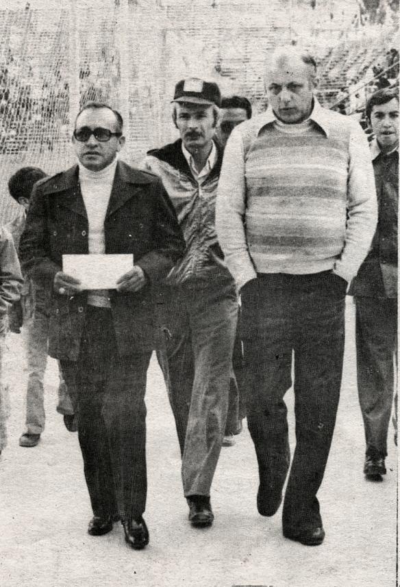 El Tcnl. Mario Oxa, (izq.) sustituyó por breve tiempo a Cuellar en la presidencia de la FBF. Óscar Miletta presidente de Oriente, respaldó plenamente la creación liguera, en la foto detrás de Guery Jordán.