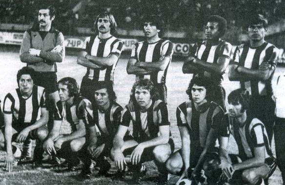 The Strongest, el primer campeón en la historia de la Liga (1977). Loza,  Fontana, Concha, Iriondo, Robles, Paredes, Bastida, Ruiz, Lattini, Mezza y Cañellas