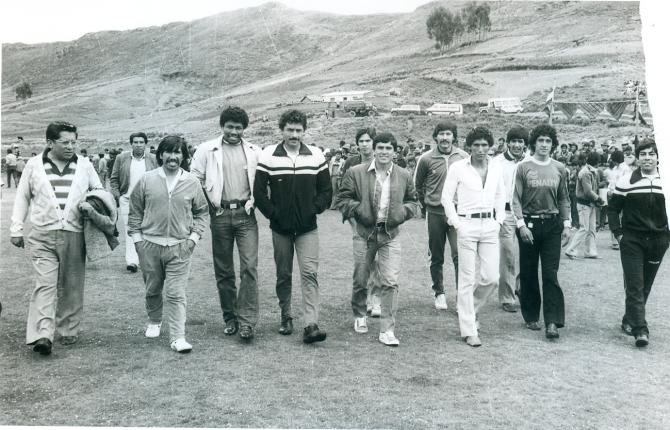 Bolivia, ironías de la vida, comenzó su preparación en 1985 en Huarina, a orillas del Titicaca, a 3.850 mts. Esa selección fue la única en la historia que jugó una eliminatoria en Santa Cruz a 457 mts sobre el nivel del mar.
