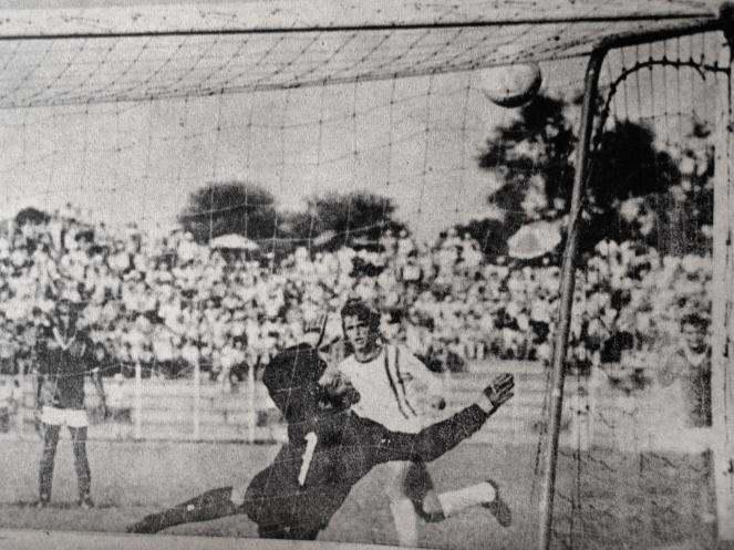El estadio Tahuichi de Santa Cruz en los años setenta (antes de su remodelación). La selección jugó en este escenario por primera vez en 1980