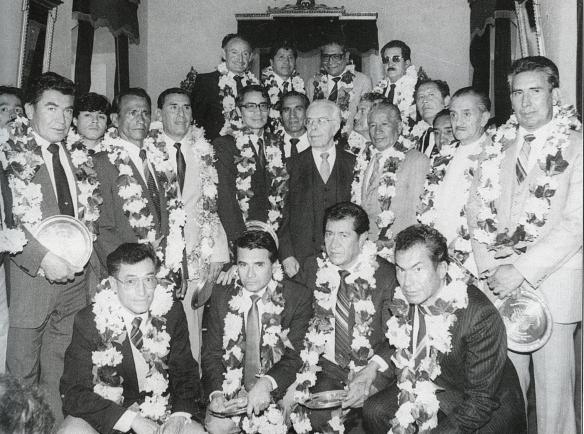 El Presidente Paz Estenssoro recibe a los campeones en Palacio de gobierno. Se conmemoran 25 años de la obtención del título. En 1988, Paz en su cuarta presidencia rememora la epopeya lograda por Bolivia, cuando él mismo gobernaba el país en su segunda presidencia.