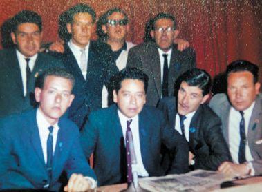 Lorenzo junto a grandes figuras del periodismo deportivo boliviano como Cucho Vargas, Remberto y Grover Echavarría o Mendel Urbach.