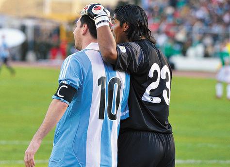 Figura-Galarza-Messi-despues-ganarle_LRZIMA20130327_0021_11