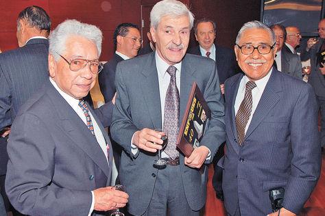 Lorenzo-Carri-Vargas-Lucio-Flores_LRZIMA20121112_0048_11