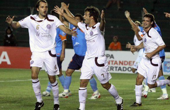 Lanús goleó a Blooming en Santa Cruz, la tercera goleada recibida por un equipo boliviano jugando como local