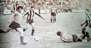 Díaz en el legendario The Strongest. Máximo goleador del Campeonato Nacional Simón Bolívar en 1971 en filas del Tigre