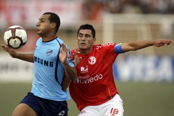 Bolívar consiguió la única victoria boliviana en esta versión de la Copa, al derrotar por 2 a 0 a juan Aurich en La Paz