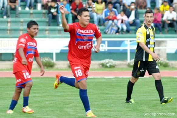 Eduardo Fierro, goleador de Universitario, compitió por el título de goleador del certamen, tanto a tanto, con la 'Fiera' Ferreira