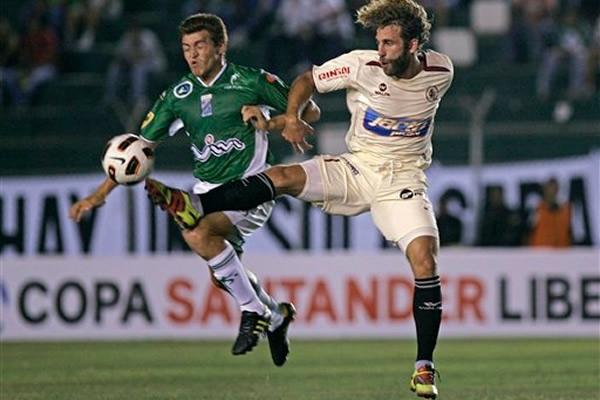Oriente Petrolero derrotó 2 a 0 a León de Huánuco en santa Cruz