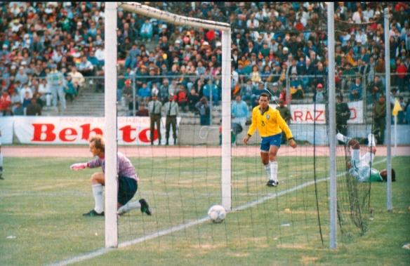 Etcheverry ha hecho el gol de su vida. Bolivia el gol de su historia. Bolivia 1 Brasil 0.
