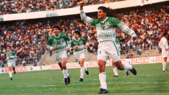 Etcheverry celebra el séptimo gol del 7-0 propinado a Venezuela en La Paz.