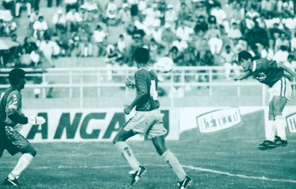 Ramallo anotá de cabeza (uno de los tres goles que hizo en el partido), frente a la impotente Venezuela.
