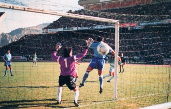 Platiní Sánchez abre la senda de la victoria con un golazo ante el arquero Siboldi