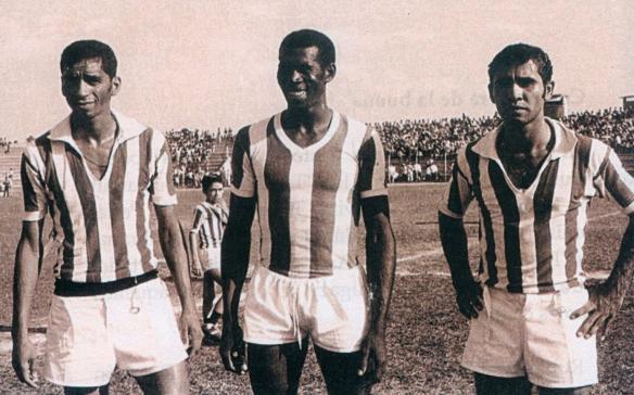 Oriente, campeón nacional en 1971, rompió la hegemonía de los equipos del occidente del país. En la foto Matateu, Dedé y Luisinho
