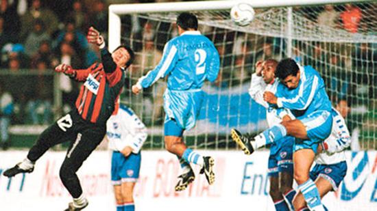 2000. Bolívar derrotó 3 a 0 a Nacional de Montevideo en Segunda Fase.