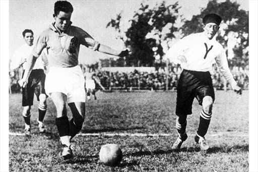 Bek de Yugoslavia enfrenta a Chavarría en el bordel del arco boliviano.