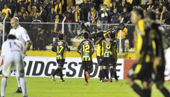 2014, The Strongest derrotó con claridad a Defensor de Uruguay en La Paz (2-0)