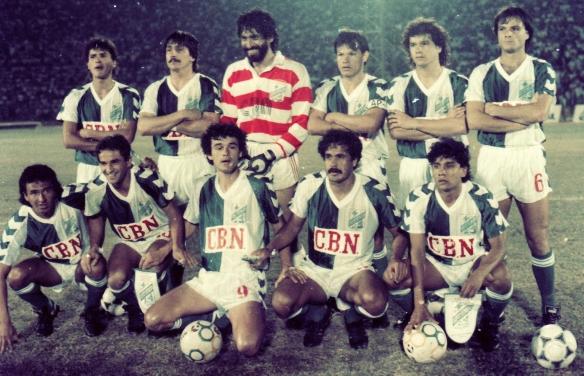 """Con este excepcional equipo logró por primera vez para un club boliviano llegar a cuartos de final (1988).  Destacan Trucco, Saldías, Antelo y el genial """"Chichi"""" Romero."""