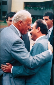 Guido Loayza, presidente de la FBF, y Joao Havelange Presidente de la FIFA