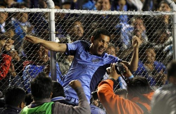 Euforia en el Siles, Bolívar está en semifinales. Flores celebra el paso histórico