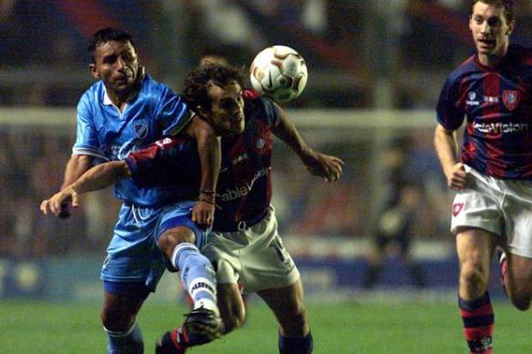 En 2002, Bolívar fue uno de los dos primeros equipos bolivianos en disputar la Sudamericana