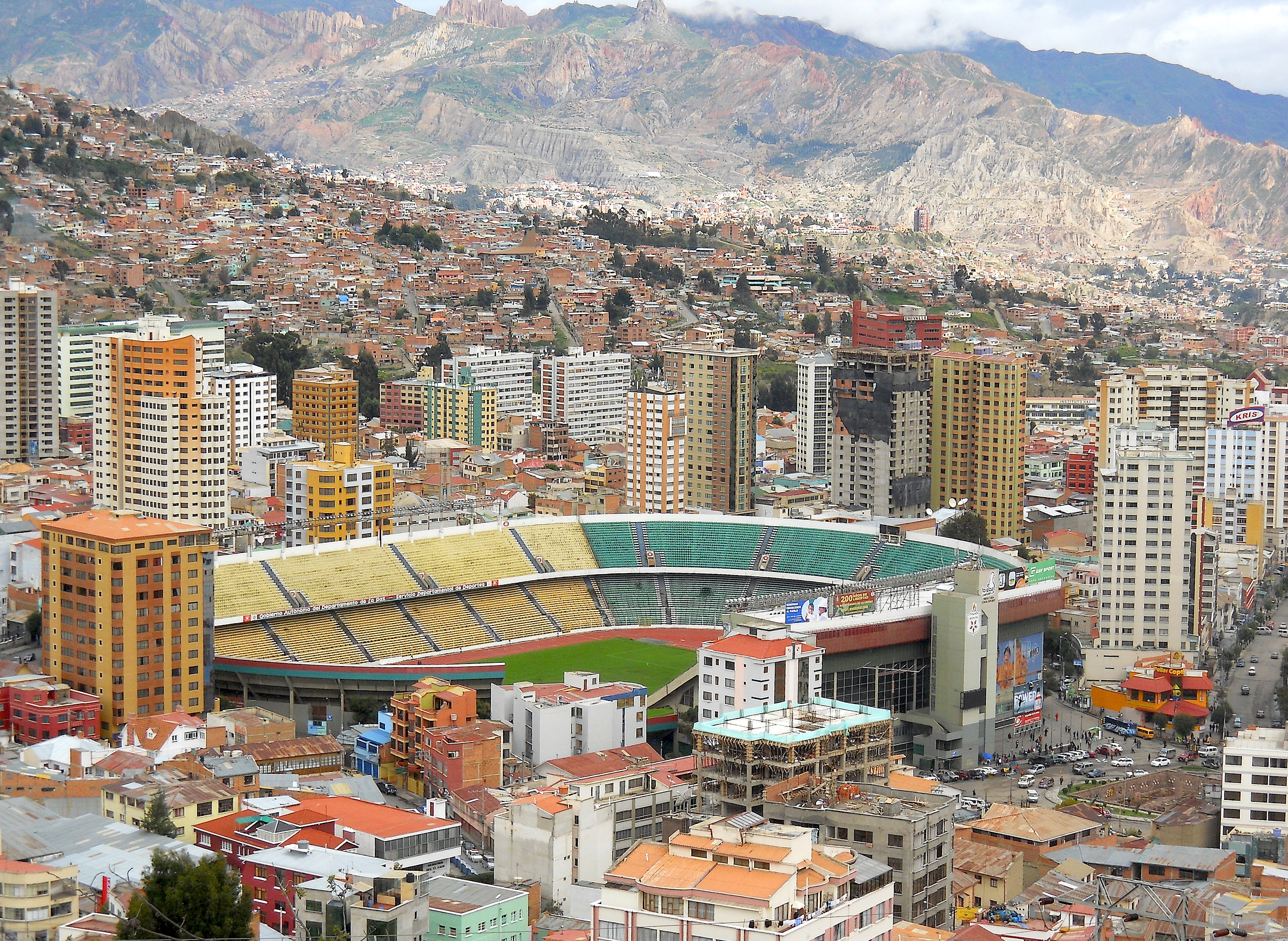 En 1996 se logró un gran triunfo en la FIFA, la autorización para jugar libremente en la altura de La Paz. Las gestiones de 2000 y 2009 reforzaron ese derecho boliviano