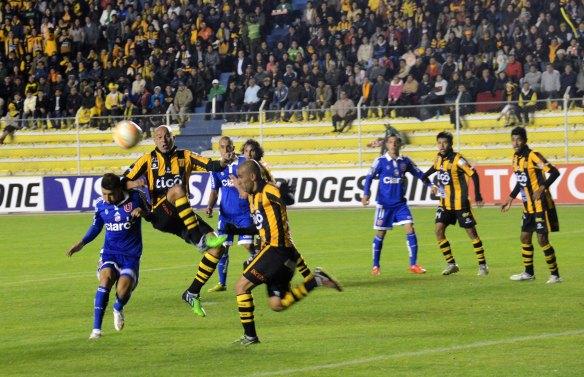 El 5 a 3 del Tigre a la U de Chile en La Paz. Uno de los partidos memorables de la competición en el estadio miraflorino