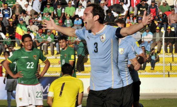 defensor-uruguayo-Diego-Godin-Bolivia_LRZIMA20151008_0083_4