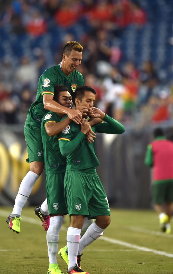 Bolivia's Jhasmani Campos (R) celebrates